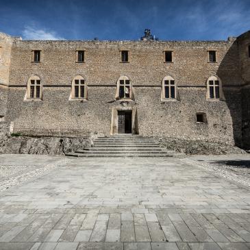 Il castello Piccolomini di Capestrano